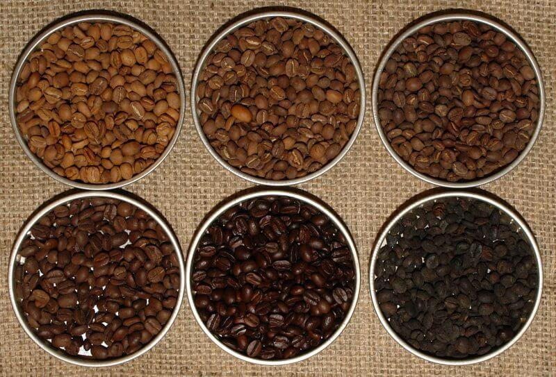 Diverse tipuri de cafea boabe