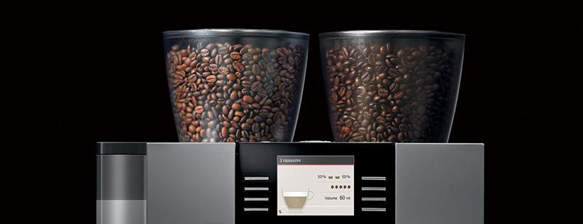 Container transparent plin cu boabe de cafea